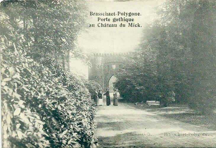 Gothische brug van kasteel De Mick
