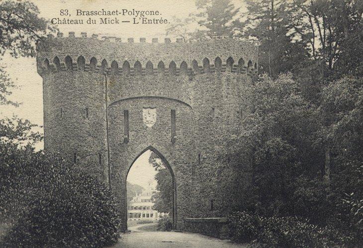 Torenpoort in het park De Mik.
