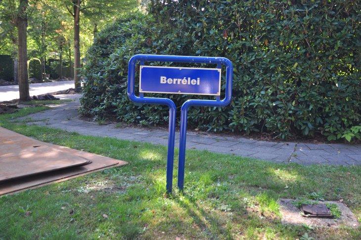 Straatnaambord: Berrélei