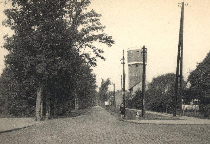 De watertoren in de Kapellei.